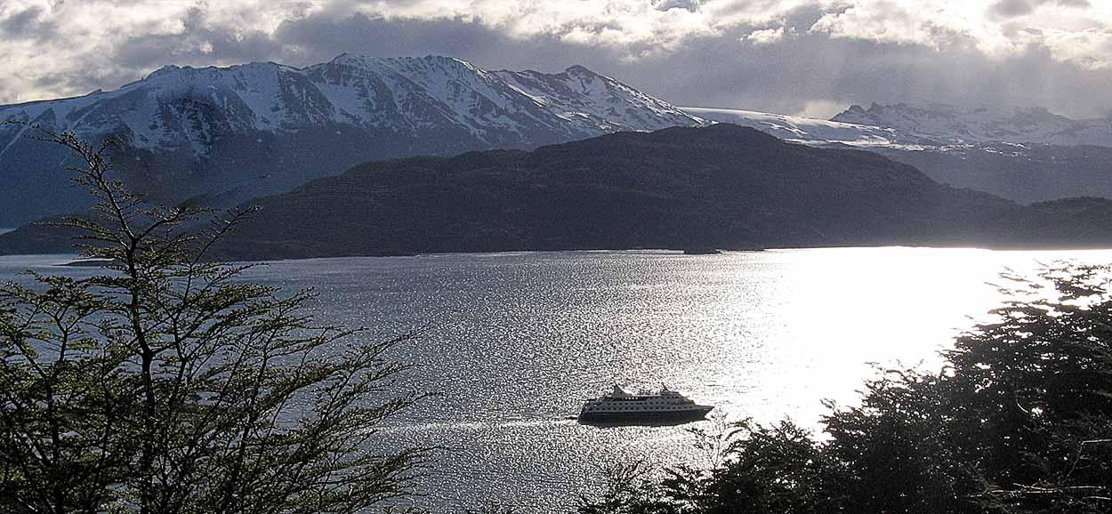 Cruceros Australis, explorando confortablemente los confines del mundo
