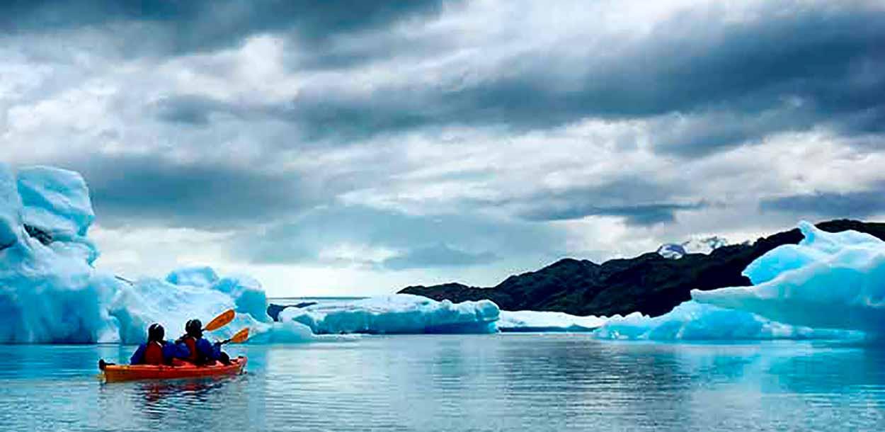 Kayak en el Lago Argentino (Upsala Kayak Experience)