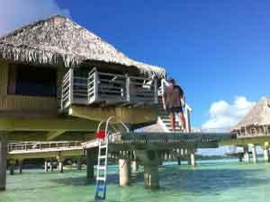 En el Overwater Bungalow del Intercontinental Le Moana Fin de Año en Polinesia