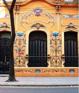 El arte popular decorativo típico de la ciudad, el fileteado,