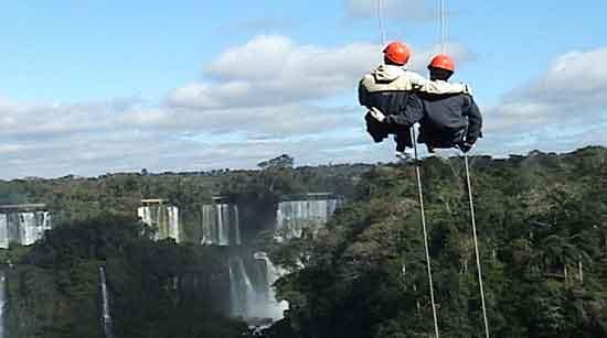 Turismo activo en Iguazú - Rapel en el Parque Nacional Iguazú