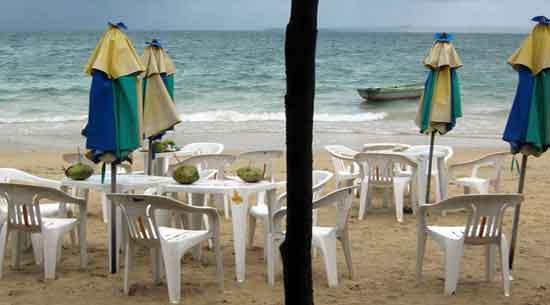 la Ilha dos Frades: la playa de Nuestra Señora asegura el confort máximo gracias a sus numerosas sombrillas y duchas.