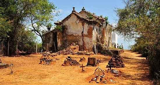 Las ruinas de la iglesia de Nossa Senhora do Guadalupe, en la cima del monte que lleva el mismo nombre