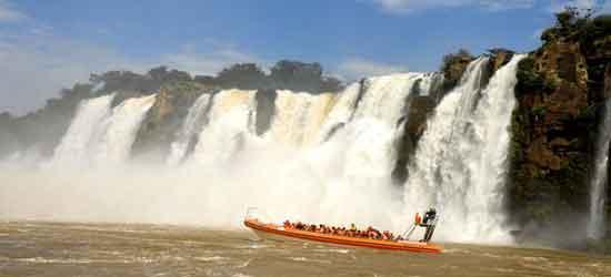 Moviéndonos en aguas de los saltos argentinos, llegamos al máximo punto de emoción al enfrentarnos al incomparable salto San Martín