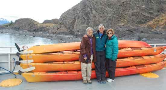 Upsala Kayak Experience - Raquel y Olga, junto a Rai.