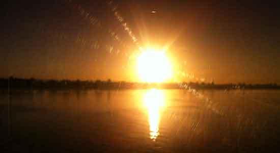 Otra puesta del Sol sobre Nilo testimonio de crucero por el Nilo