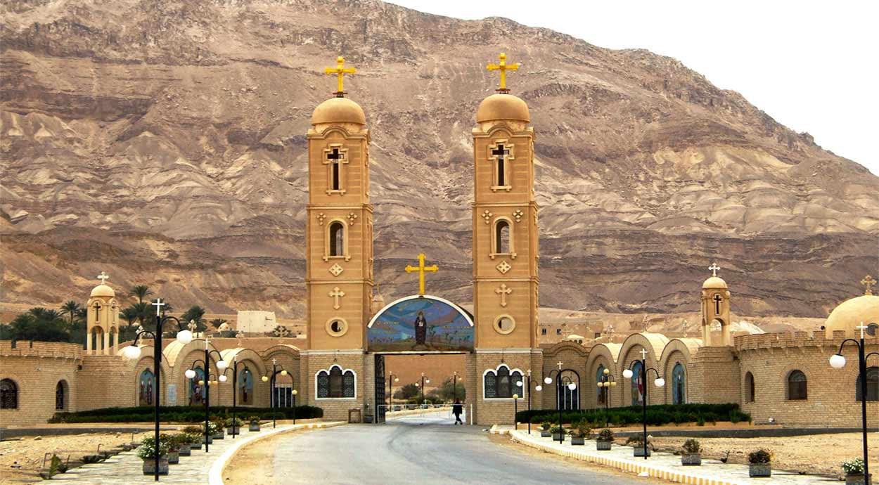 Monasterio de San Antonio en Ra's Gharib - CINCO RAZONES PARA VISITAR EL SOKHNA, EN EL MAR ROJO DE EGIPTO.