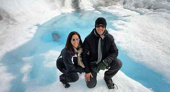 Carlos y Eli en Argentina, una descanso durante minitrekking sobre el glaciar Perito Moreno