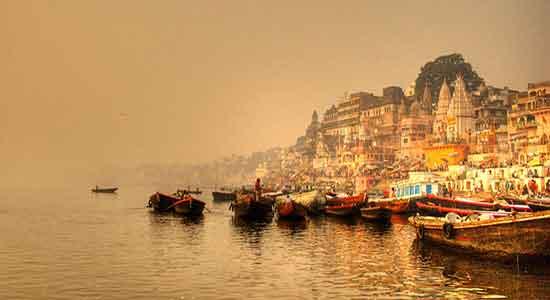 Benares India: aurora sobre ghanges