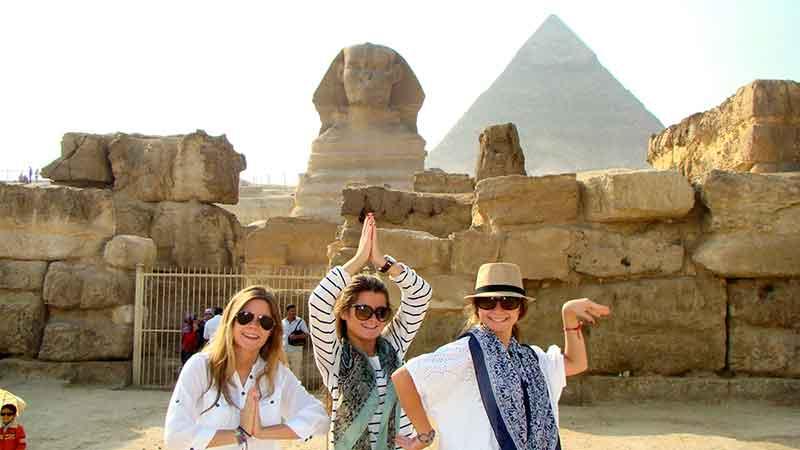 Mónica, Loreto y Fátima en Giza