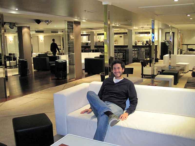 Guillermo en el lounge de la Farah Nile