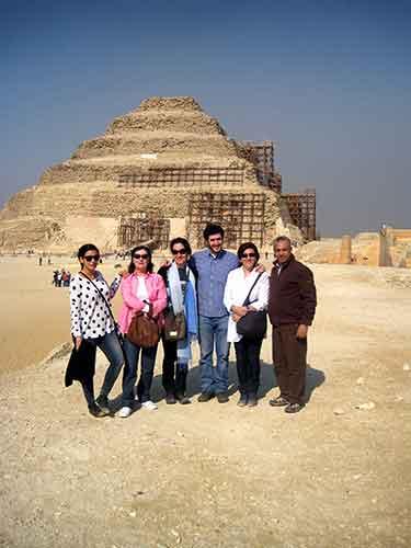 En compañía de Khaled, gerente del receptivo de Egipto, en Saqqara