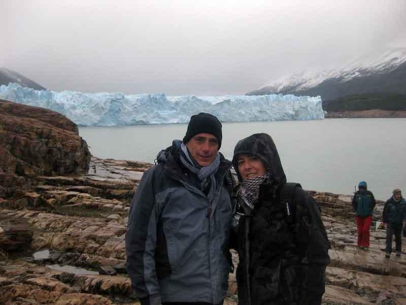 Pablo y Petri en frente al Perito Moreno