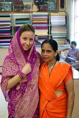 Verónica vestida con un sari