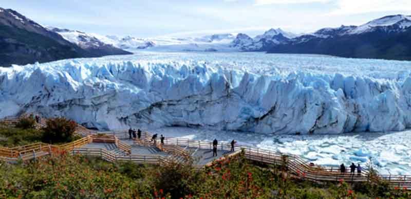 Pasarelas frente al Perito Moreno.