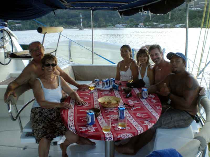 A bordo del catamarán con el resto del pasaje y la tripulación.