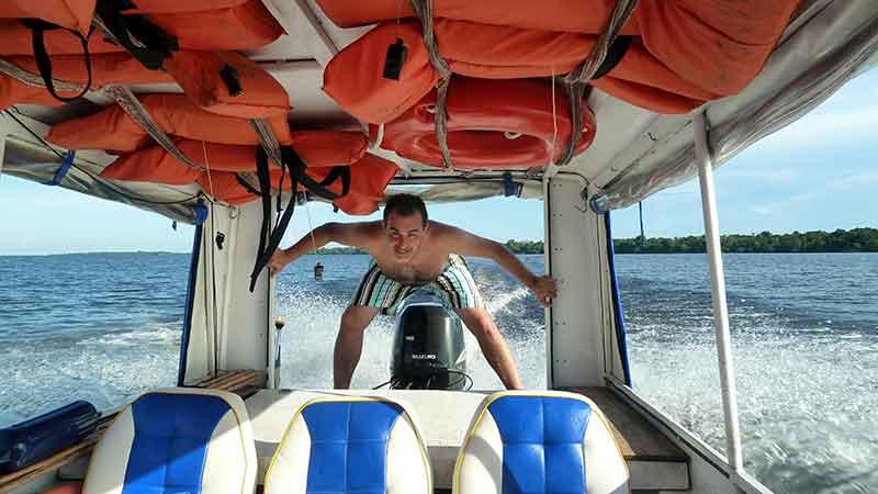 Pegando acelerones al barco