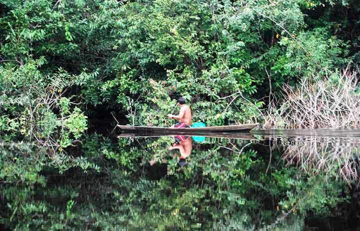 En canoa por el Río Negro