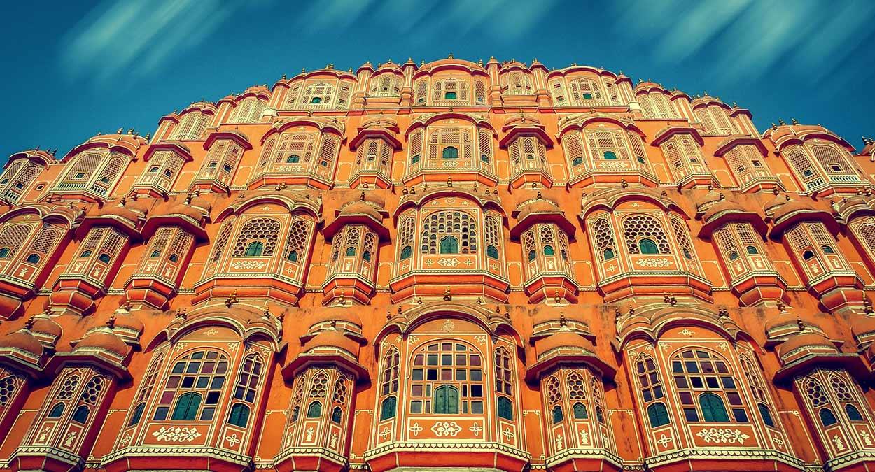 Hawa Mahal, célebre por su fachada con casi mil ventanas protegidas por celosías - qué ver en Jaipur