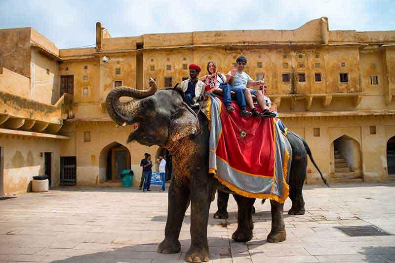 En el Fuerte Amber, Jaipur (con ascensión en la rampa final del fuerte a lomos de elefante)