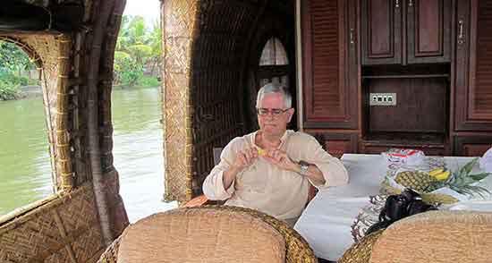 Juan Carlos, navegando las aguas de los Backwaters de Kerala…