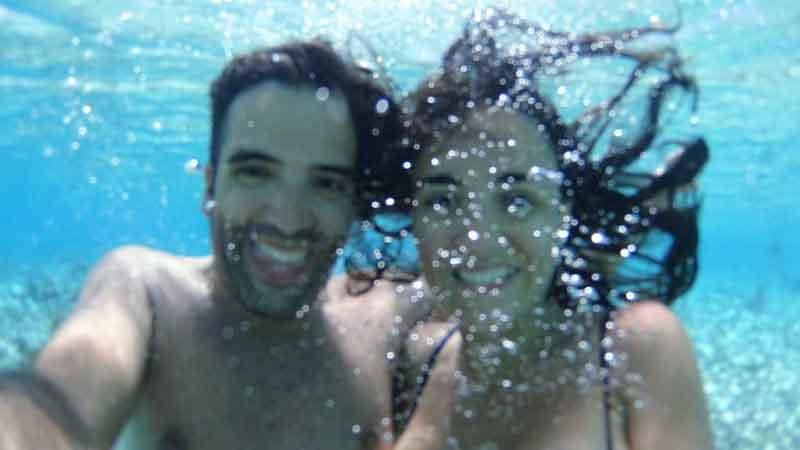 bajo el agua en Polinesia
