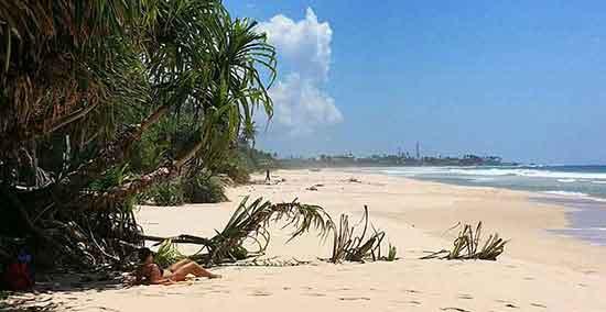 En la playa de Koggala