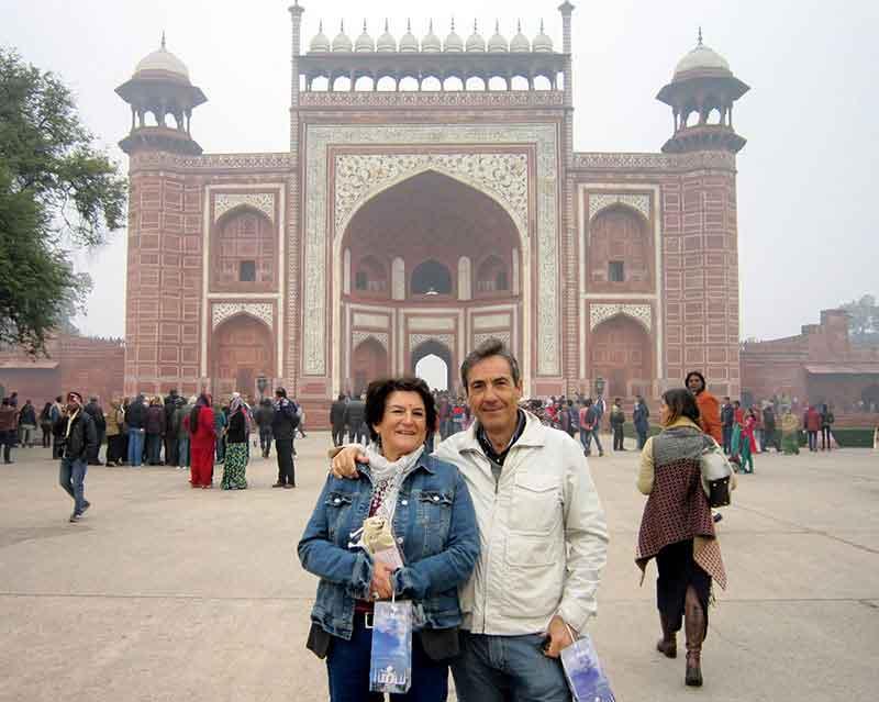José Manuel y Mercedes, en frente de Red Fort en Delhi