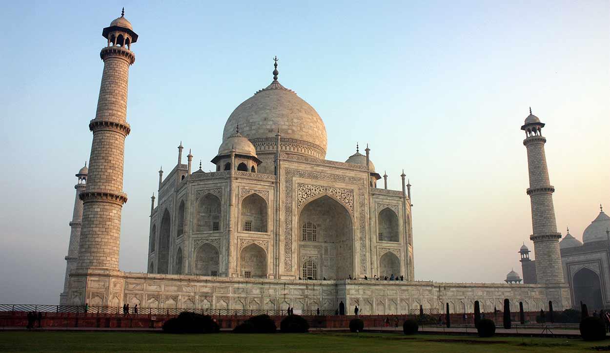 QUÉ HACER EN AGRA, INDIA - Taj Mahal, la más preciada joya del arte musulmán en India y una de las siete maravillas del mundo