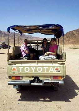 En el desierto de Wadi Rum - Testimonio del viaje a Jordania en privado de Marifé, María y Fausto
