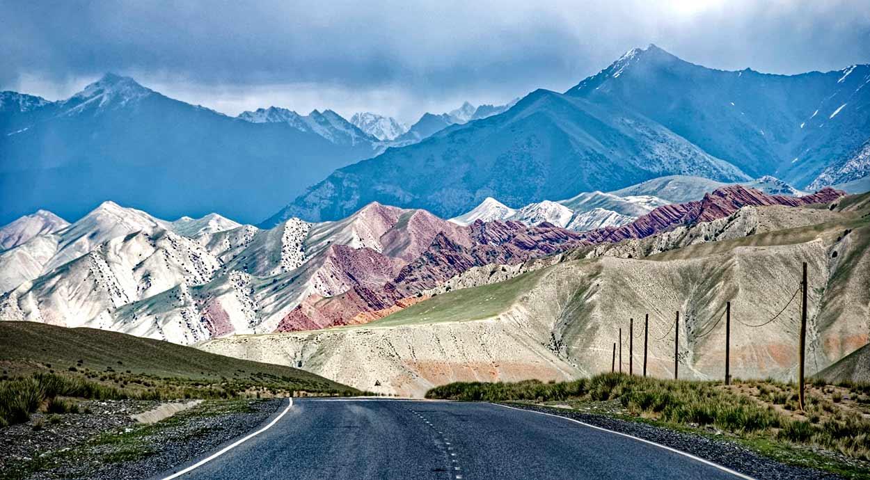 """La M 41, popularmente conocida como """"Pamir Highway"""", a su paso por Kirguistán - Diez cosas que ver en la Ruta de la Seda"""