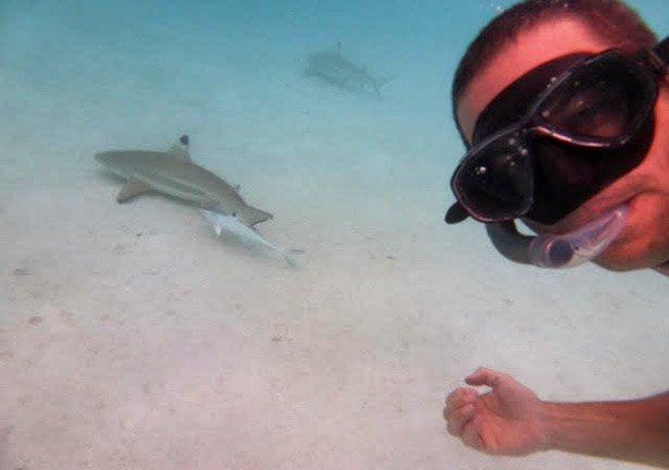 Lautaro buceando en Polinesia Francesa