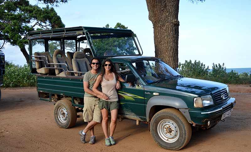 David y Mónica, durante el Jeep safai en Parque Nacional Yala