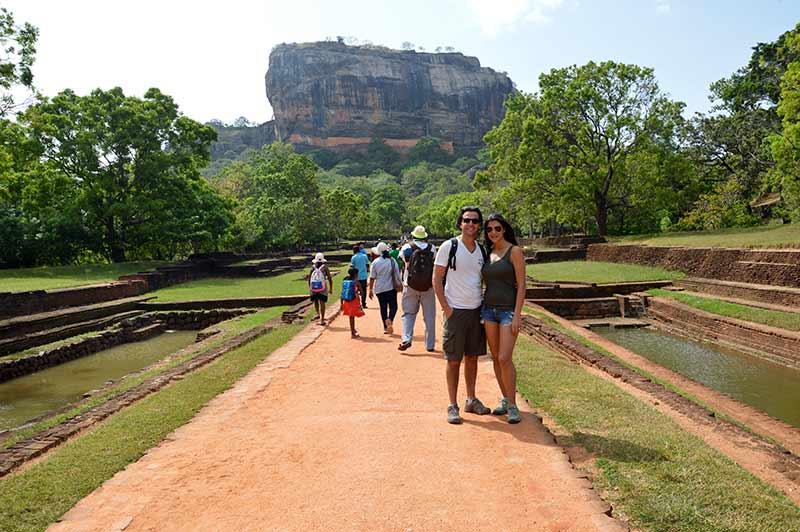 David y Mónica, con Sigiriya como telón de fondo