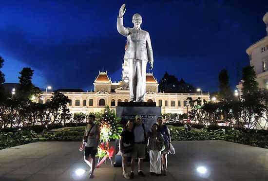 Miguel y familia en Ciudad Ho Chi Min (antiguo Saigón)