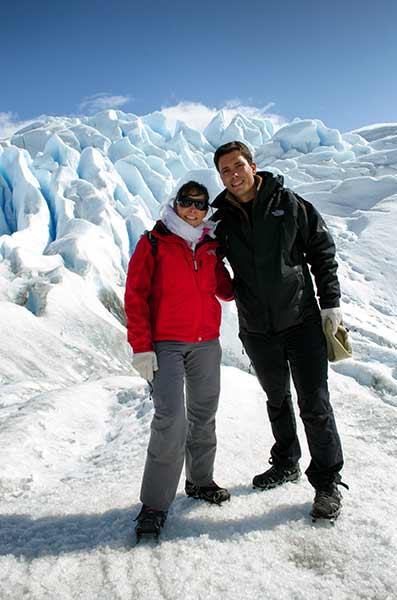 Francisco y Raquel durante su minitrekking sobre el glaciar Perito Moreno