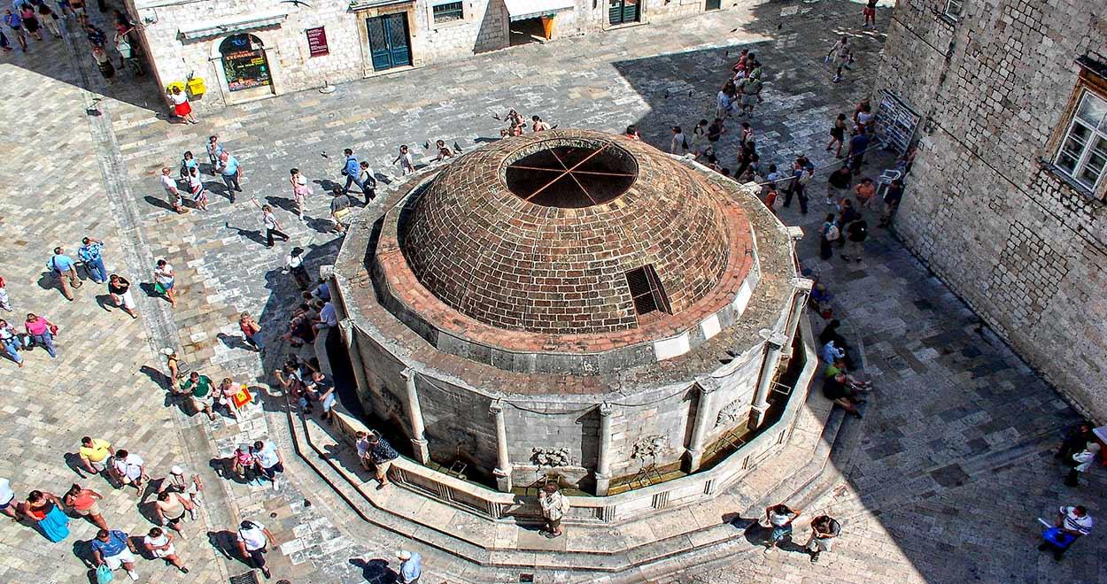 Breve guía de Dubrovnik - Fuente de Onofrio - Image by ZEBULON72 from Pixabay