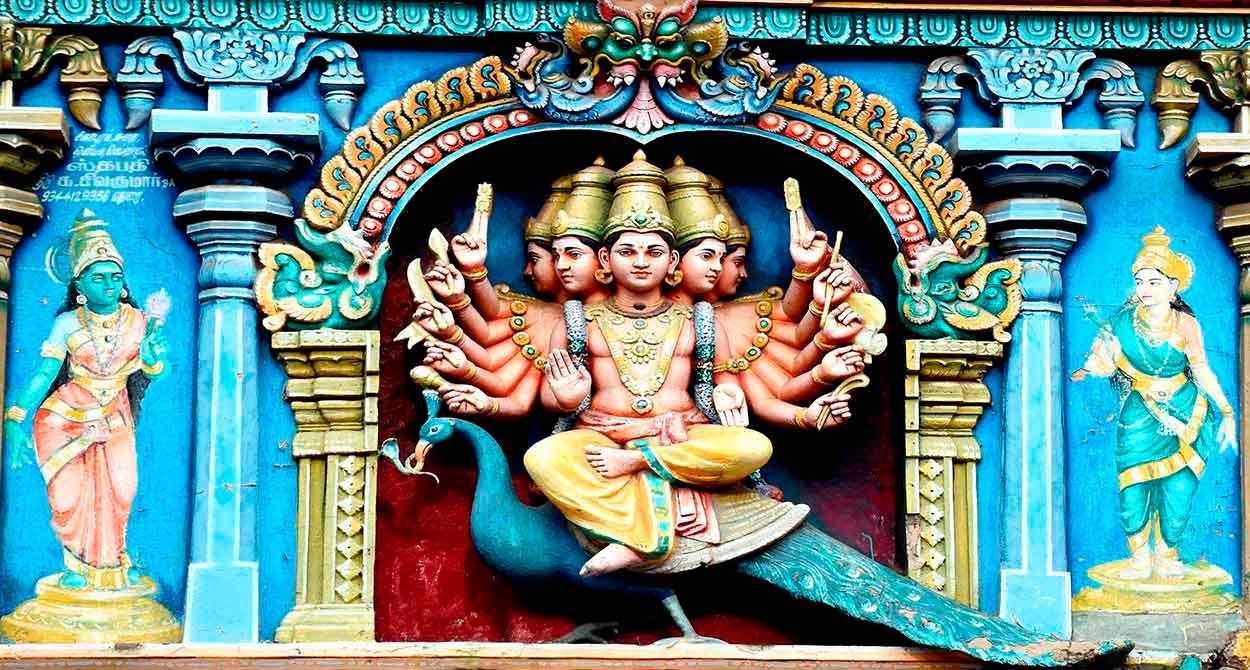 Qué hacer y ver en el Sur de India - Un detalle del templo de Meenakshi, en Madurai: Kartikeya (también conocido como Murugan) es el dios hindú de la guerra - Imagen de Prasanna Devadas en Pixabay