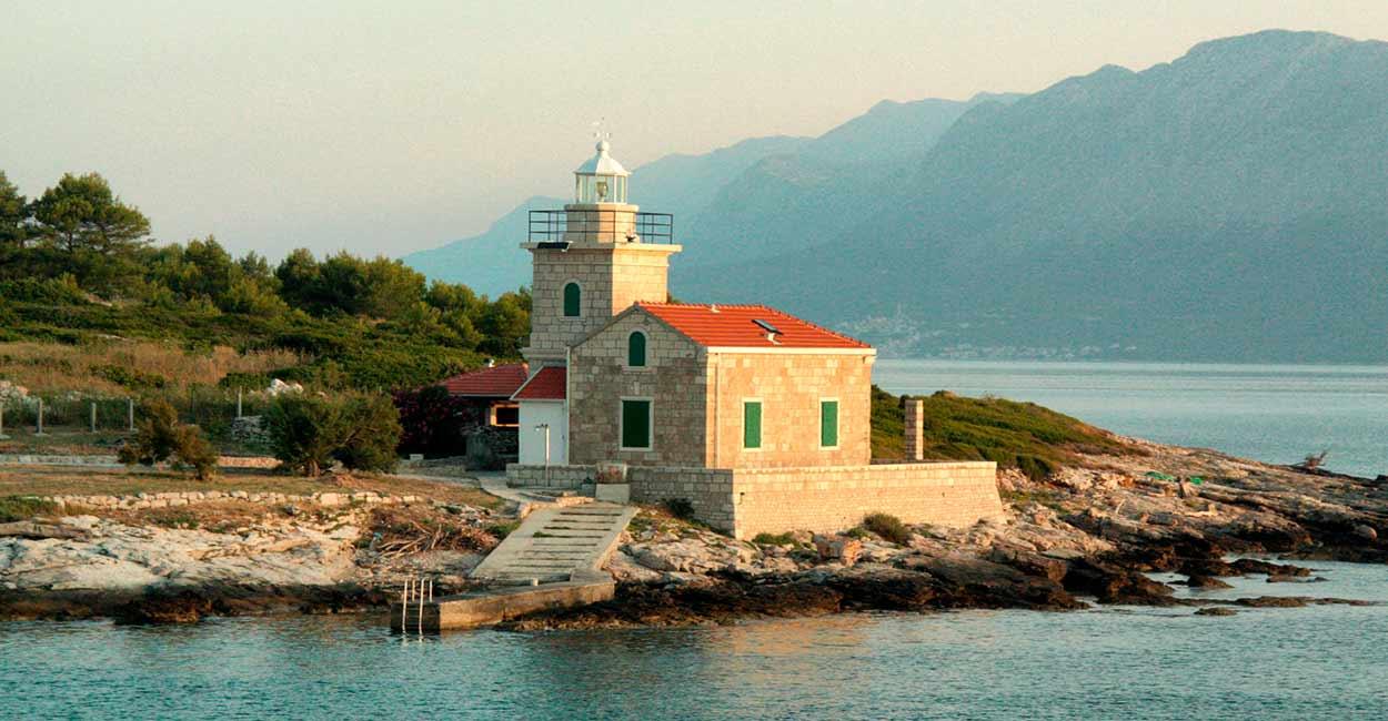 Un rincón de la isla de Hvar (Sucuraj) - Islas de Croacia: las mejores cinco - Image by whitewolfsix0 from Pixabay
