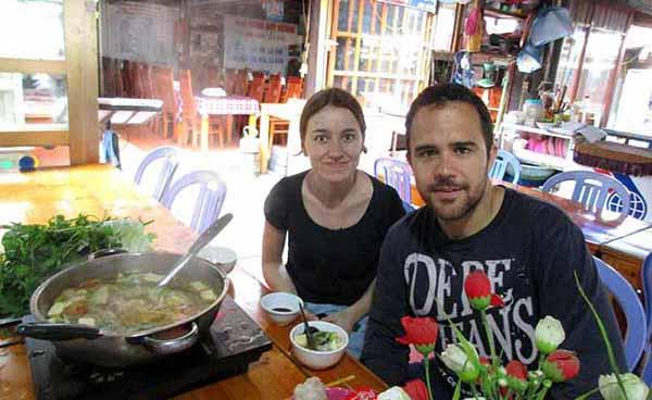 Celia y Gonzalo y la famosa comida callejera vietnamita