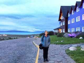 Testimonio de Viaje a Argentina de Ana, Dolores, María Josefa y Pilar: delante del hotel Alto Calafate