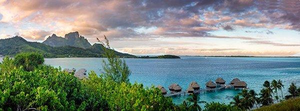 Overwater Bungalows de Sofitel Private Island, con Bora Bora de telon de fondo