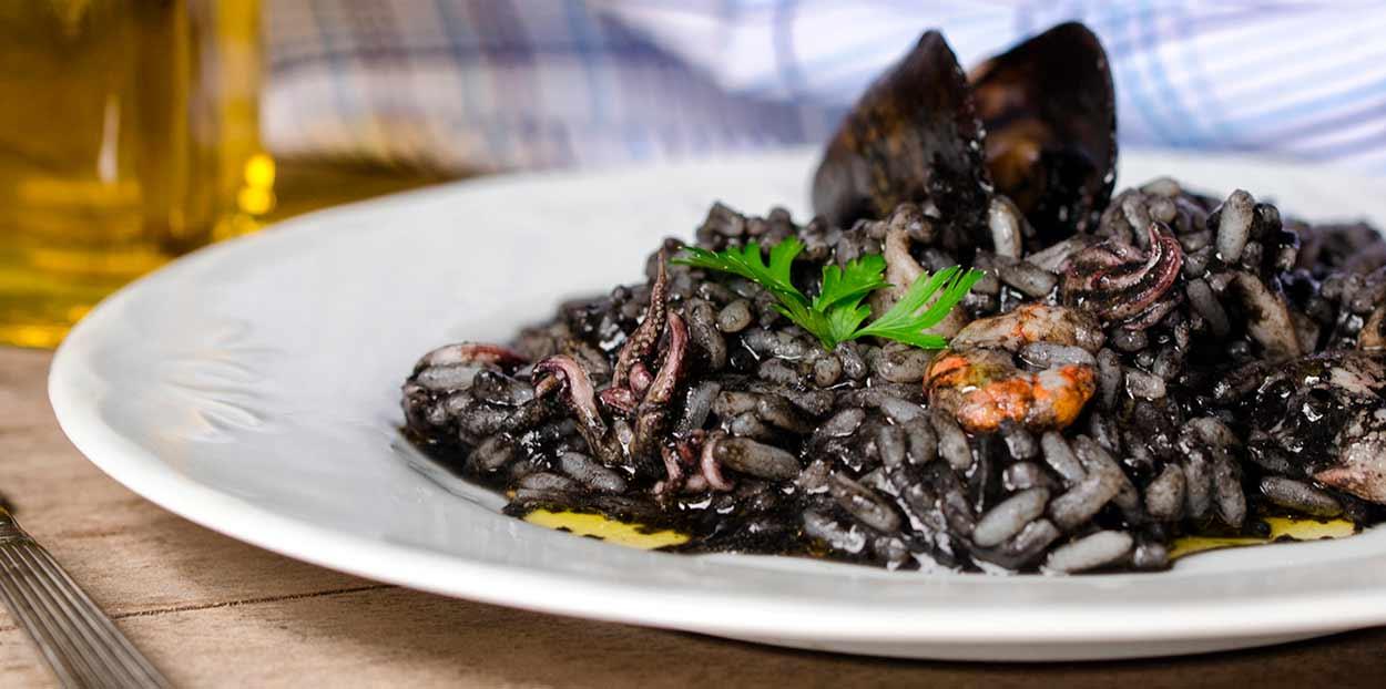 RISOTTO NEGRO (Crni rižot) -  QUÉ COMER EN DALMACIA