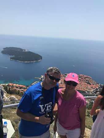 Belén y Miguel Ángel en el mirador del monte Srdj, con Dubrovnik de fondo