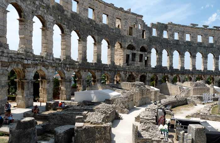 Dentro del anfiteatro romano de Pula