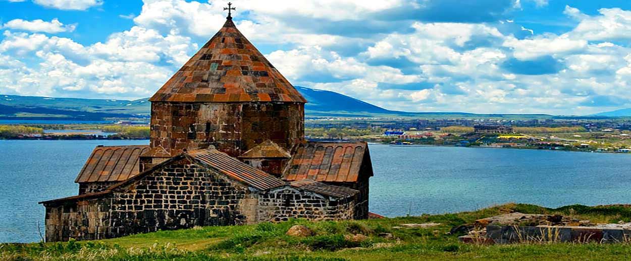 Turismo en Armenia - El Lago Sevan y el Monasterio de Hayravank