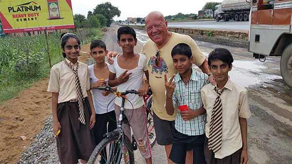 Experiencia del viaje a India del Norte de Jacinta y amigos: con niños índios