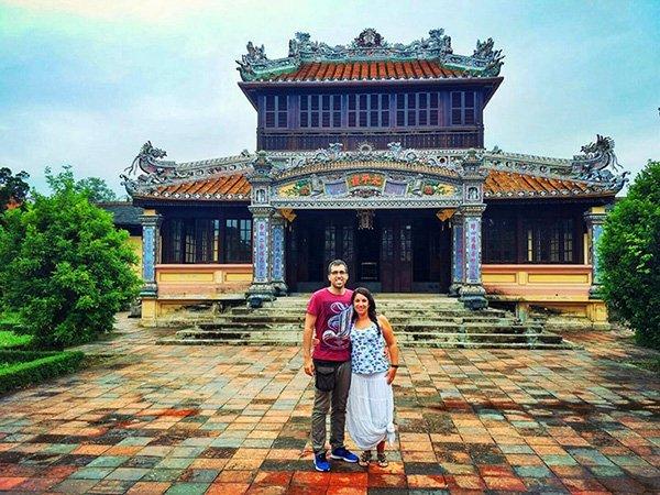Opinión del Viaje de novios a Vietnam de Esther y David: delante de la ciudadela de Hue