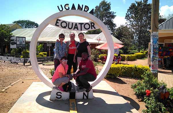 Opinión de viaje a Kenia y Uganda de Angelika, Marta, Nefo y Óscar: línea de ecuador en Uganda