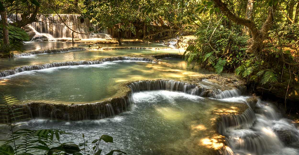 Las cascadas de Tat Kuang Xi, cerca de Luang Prabang, otra imagen emblemática del turismo en Laos